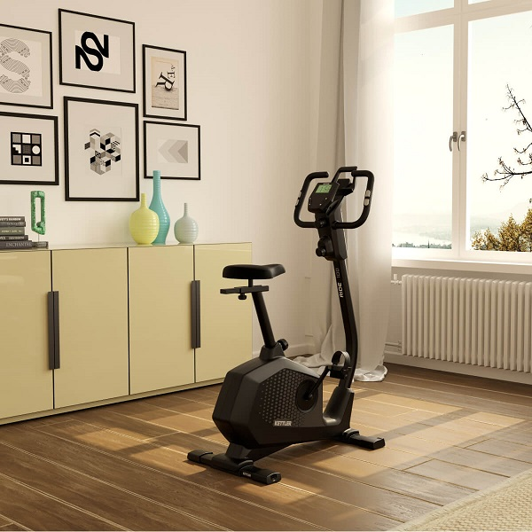 rower treningowy kettler ride 100 na tle
